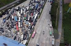 Hình ảnh ôtô xếp hàng dài cả km tại cửa ngõ phía Nam Thủ đô