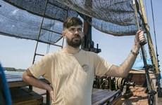 Công dân Australia thuê thuyền buồm rời Indonesia tránh dịch