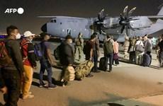 Máy bay quân sự bắt đầu sơ tán nhân viên ngoại giao khỏi Kabul