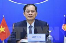 Thể hiện trách nhiệm trong việc chăm lo người Việt Nam ở nước ngoài