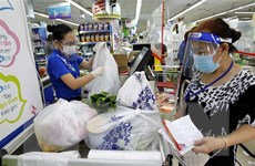 Người dân Thành phố Hồ Chí Minh tận dụng thời gian mua thực phẩm