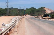 Gỡ nút thắt, đẩy nhanh thi công cao tốc Cam Lộ-La Sơn trước mùa mưa