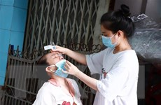 Người dân Thành phố Hồ Chí Minh tự lấy mẫu xét nghiệm COVID-19 tại nhà