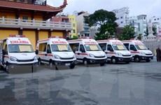 Trao tặng 6 xe cứu thương cho các bệnh viện điều trị COVID-19