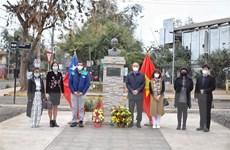 ĐSQ Việt Nam tại Chile đặt vòng hoa tưởng nhớ Chủ tịch Hồ Chí Minh