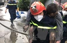 Giải cứu ba người trong đám cháy lớn tại Thành phố Hồ Chí Minh
