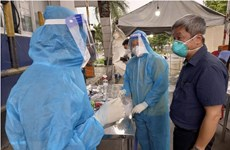 Thứ trưởng Bộ Y tế Nguyễn Trường Sơn kiểm tra chợ đầu mối Bình Điền