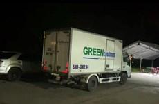 Giấu 15 người gồm cả trẻ em trong thùng xe đông lạnh để 'thông chốt'