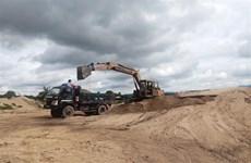 Truy tố 9 đối tượng dùng tàu thủy biển số giả khai thác cát trái phép