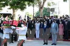 Chủ tịch nước đặt vòng hoa tại Tượng đài Chủ tịch Hồ Chí Minh ở Cuba