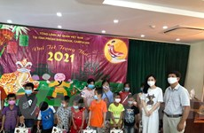 Trẻ em người gốc Việt tại Campuchia vui đón Tết Trung Thu