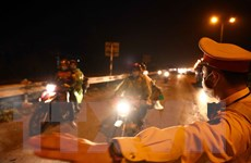 Lực lượng chức năng Hà Nội thức trắng đêm hỗ trợ người dân về quê