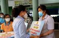 TP Hồ Chí Minh trao tặng 200.000 túi quà an sinh cho người lao động