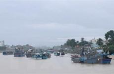 Áp thấp nhiệt đới đi vào Khánh Hòa-Bình Thuận, gây mưa dông sóng lớn