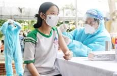Hình ảnh những học sinh đầu tiên ở Việt Nam tiêm vaccine COVID-19