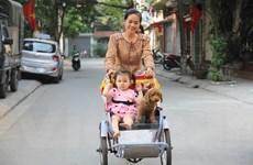 Trẻ em Hà Nội thích thú với dịch vụ cho thuê xích lô mini