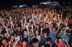 """[Photo] Bầu không khí """"rực cháy"""" trong đêm khai mạc nhạc hội Gió mùa"""
