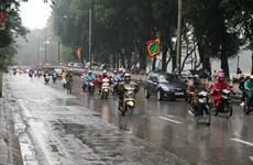 [Photo] Dân Hà Nội khốn khổ vì thời tiết mưa phùn, nồm ẩm kéo dài