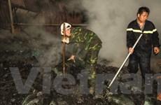 Hà Nội: Người dân Dương Nội náo loạn vì cháy xưởng gỗ lớn