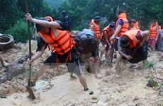 Tình người trong lũ dữ, quên mình cứu dân bị nạn ở Quảng Ninh