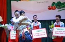 [Photo] Nam thí sinh rơi lệ sau khi giành giải Nhất cuộc thi nấu ăn