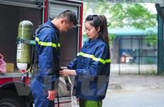 [Photo] Một ngày làm việc của những bóng hồng phòng cháy chữa cháy