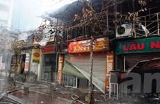 Hà Nội: Cháy lớn sáng mùng 4 Tết, 6 kiosk bị thiêu rụi