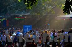 [Photo] Chen chúc từ đêm đến sáng trẩy hội chùa Hương