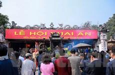 """Du khách ùn ùn đổ về, Đền Trần Nam Định """"nóng"""" trước giờ khai ấn"""