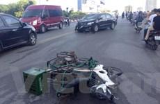Hà Nội: Xế hộp đâm gục nhiều xe máy trên cầu vượt Nguyễn Chí Thanh