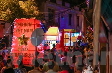 """Náo nhiệt lễ hội rước """"đèn Trung Thu khổng lồ"""" ở Hà Nội"""