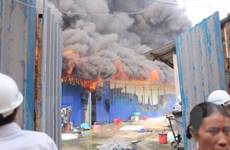 Hà Nội: Lại cháy dữ dội thiêu rụi khu lán trại 400m2 ở Hoàng Mai