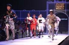 Fashion Week 2016: Dàn mẫu nam bất ngờ bỏ chạy ở đêm trình diễn thứ 2