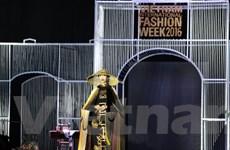 Đến Fashion Week 2016 ngắm áo dài của nhà thiết kế Đinh Văn Thơ
