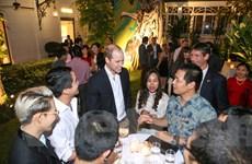 Hoàng tử William gặp gỡ 50 thanh niên, lãnh đạo trẻ Việt Nam