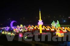 Ngắm nhìn những kỳ quan thế giới tại lễ hội đèn lồng lớn nhất Việt Nam
