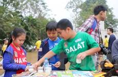 Ngộ nghĩnh phiên chợ từ thiện do chính học sinh tiểu học tự tổ chức