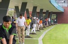 Hàng trăm người trải nghiệm sân tập golf 5 sao đầu tiên ở Hà Nội