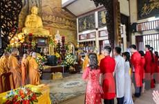 Hình ảnh 14 cặp đôi tại Hà Nội tổ chức lễ cưới tập thể nơi cửa Phật