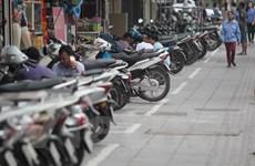 Tình trạng lấn chiếm vỉa hè tái diễn trên nhiều tuyến phố của Hà Nội