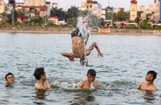 Hà Nội: Bé gái lớp 5 tử vong khi tập bơi chống đuối nước