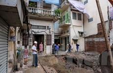 Hà Nội: 6 hộ dân nơm nớp lo nhà sập vì công trình xây dựng liền kề