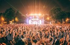 Giới trẻ cuồng nhiệt với lễ hội EDM đầu tiên dành cho học sinh