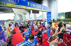 Hàng ngàn vận động viên 'đội rét' chinh phục 42km marathon ở Hạ Long