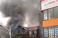 Hiện trường đám cháy dữ dội dưới chân cầu Vĩnh Tuy làm 1 người tử vong