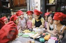 Lớp học làm bánh Trung Thu truyền thống của các đầu bếp nhí