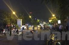 Hà Nội: Cột sắt từ công trường rơi xuống đường, cô gái trẻ tử vong
