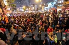 Dân Hà Nội chen chân vái vọng, dâng sao giải hạn tại chùa Phúc Khánh