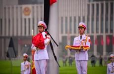 Lễ treo cờ rủ dưới mưa trong ngày Quốc tang Đại tướng Lê Đức Anh