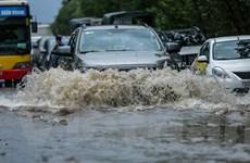 Cận cảnh Đại lộ Thăng Long ngập nặng sau cơn mưa lớn do bão số 3